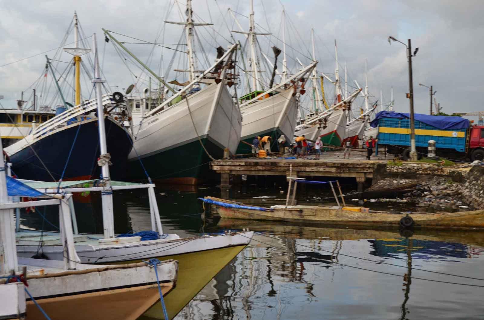 Makassar port Sulawesi panorama