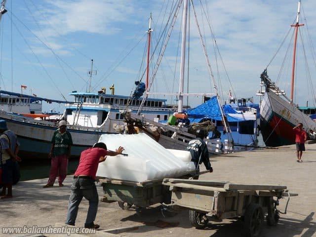 ancien port makassar sulawesi hommes travail