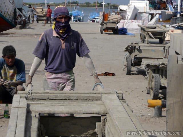 ancien port makassar sulawesi travailleurs