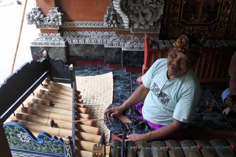 artiste balinais musique local indonésie