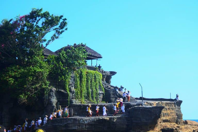 Tanah Lot temple sur l'eau bali