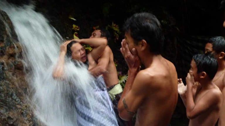 bain purification melukat sebatu traditions