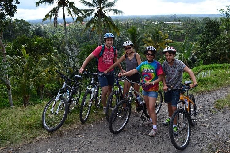 bali en famille balade à vélo