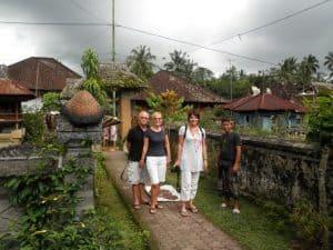 Bali Authentique guide Komang client Anne Eric Françoise Didier