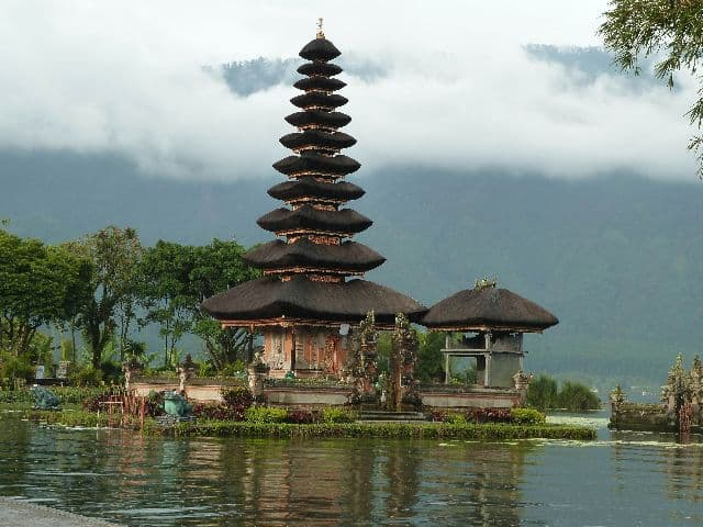 Bali beratan lake temple Bali Authentique