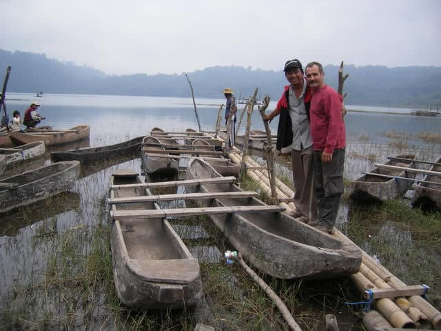 Bali beratan lake traditional cano guide Bali Authentique client Danielle Herve