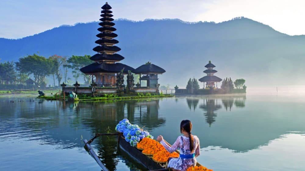 Bali Bratan temple lac