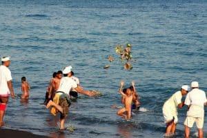 Bali ceremonie melasti Bali Authentique