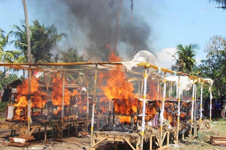 Bali Cérémonie cremation chest pegesangan 2017
