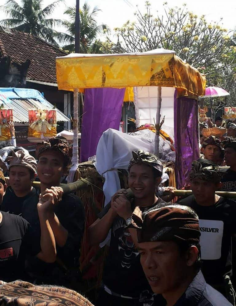 Bali Ceremonie cremation throne