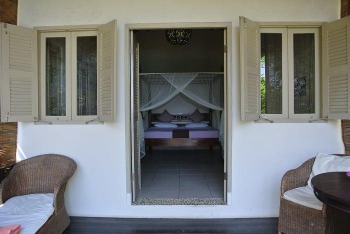 bali hotel amed entrée bungalows