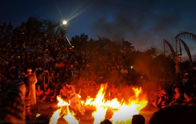 Bali kecak feu danse uluwatu