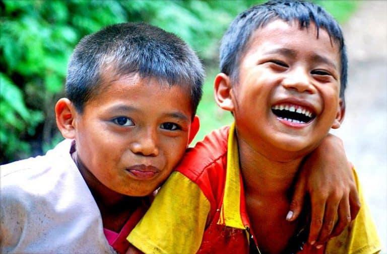 enfants rigolent indonésie