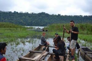 Bali pirogue lac en famille