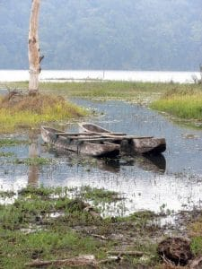 Bali lac Tamblingan pirogue