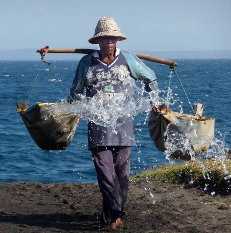 Bali porteur eau salée