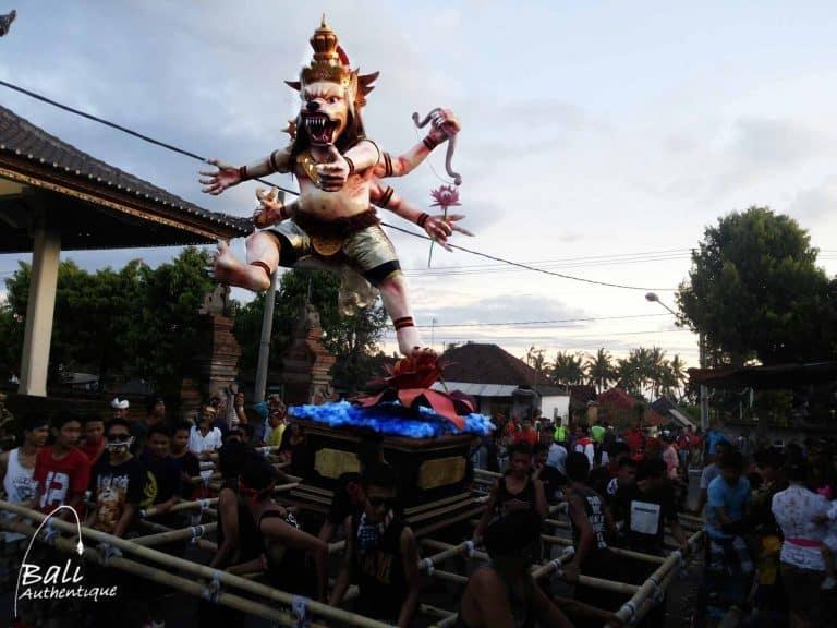 Bali Ogoh Ogoh Nyepi Cérémonie