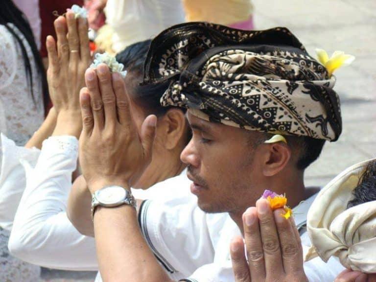 Bali cérémonie prière