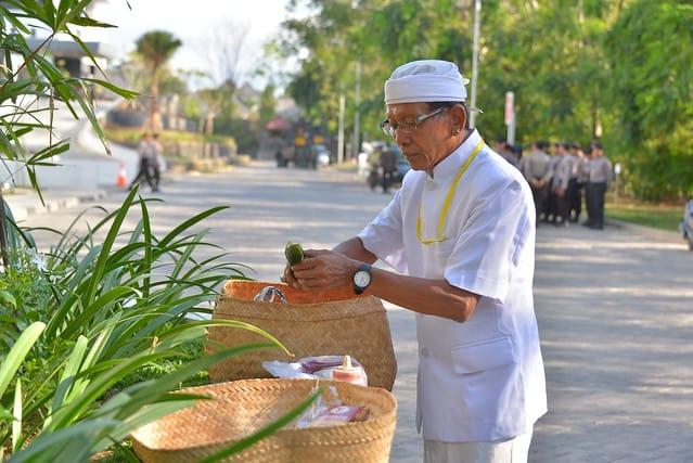 Bali prêtre Pemangku