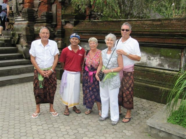 Bali tampak siring temple Bali Authentique guide client Tinou Claudine Patrick Daniel de Baldersheim