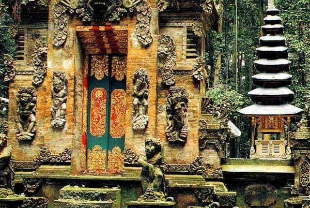 Bali Temple Sangeh Porte Sculptée Or Décoration Doré Foret Mur Statue