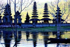 Bali temple Tamblingan lake Bali Authentique