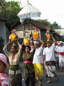 Bali tradition ceremoni melasti