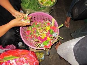 Bali traditional flowers canang Bali Authentique