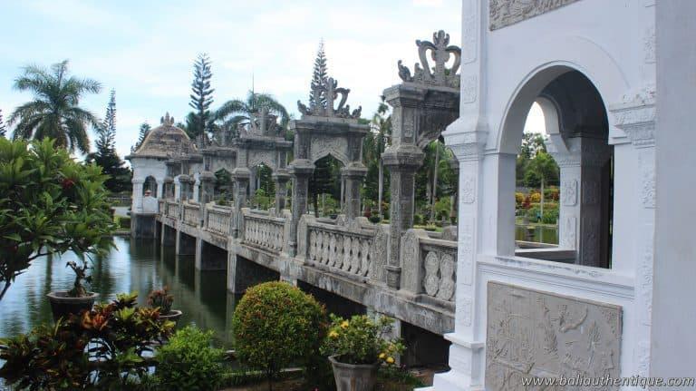 Bali ujung karangasem pont palais pano