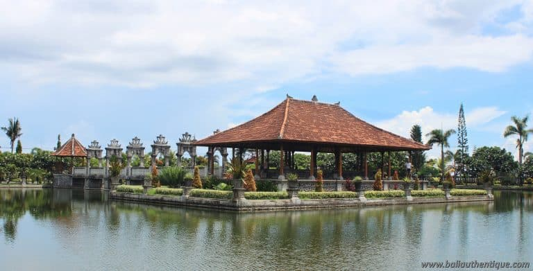 Bali ujung karangasem soekasada piscine