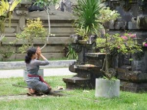 Balinese ceremoni praying tradition temple