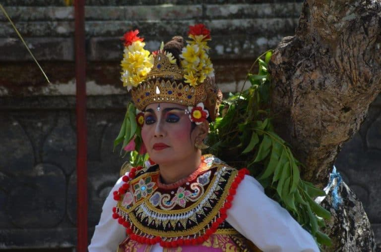 barong bali costume traditionnel