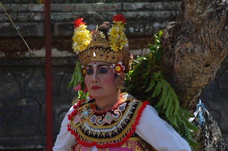 barong bali costume traditionnel