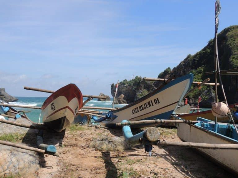 bateaux à balencier traditionnels indonésie