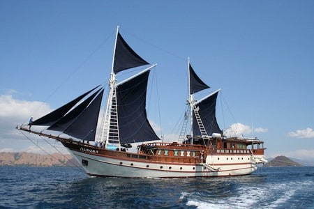 bateau traditionnel de sulawesi récent