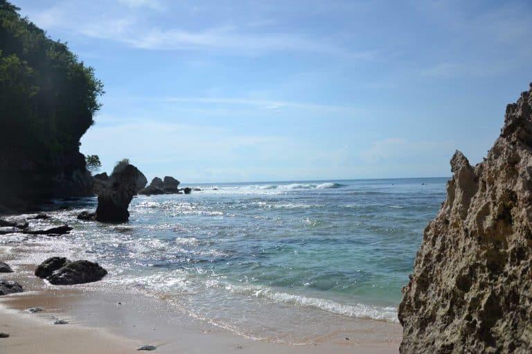 belle plage uluwatu sud bali eau claire