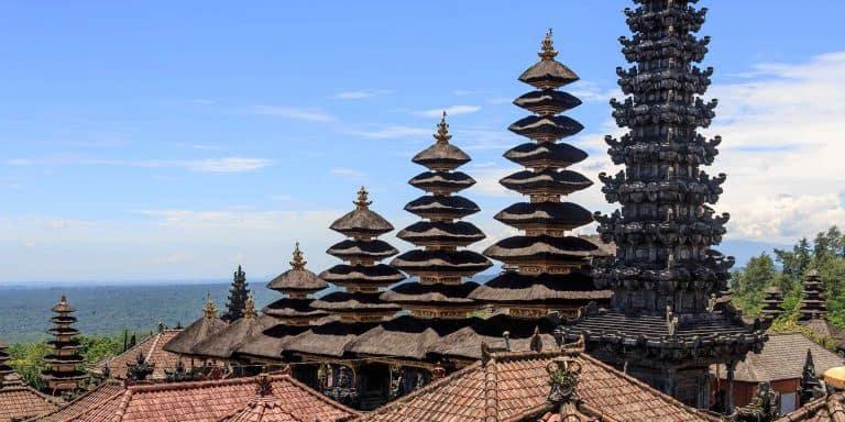 Besakih temple Bali toit chaume étage