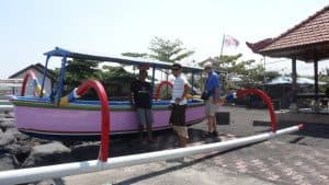 Boat traditional guide Bali Authentique client Chevailer