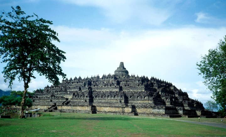 borobudur temple java grandiose