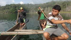 Bratan lake canoe traditional guide Bali Authentique