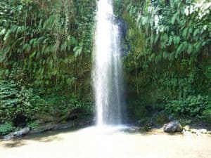 cascade waterfall indonésie paysage nature