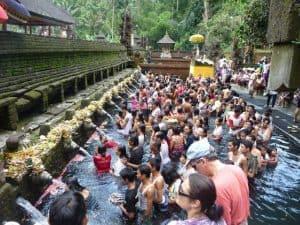sources d'eaux chaudes bali cérémonie