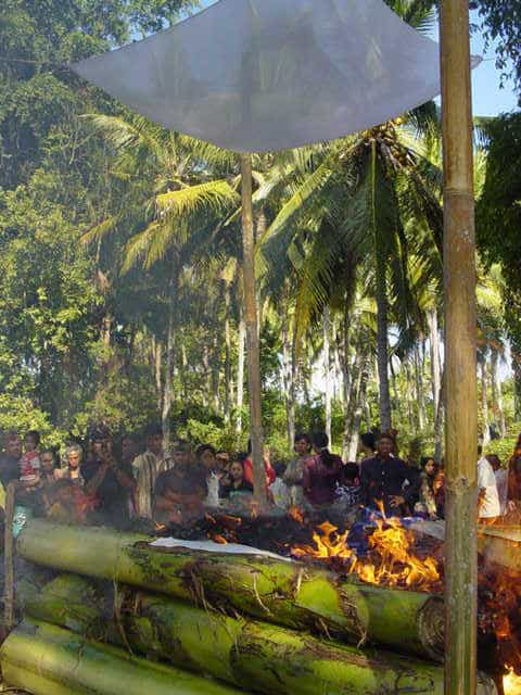 ceremonie cremation ile bali traditions