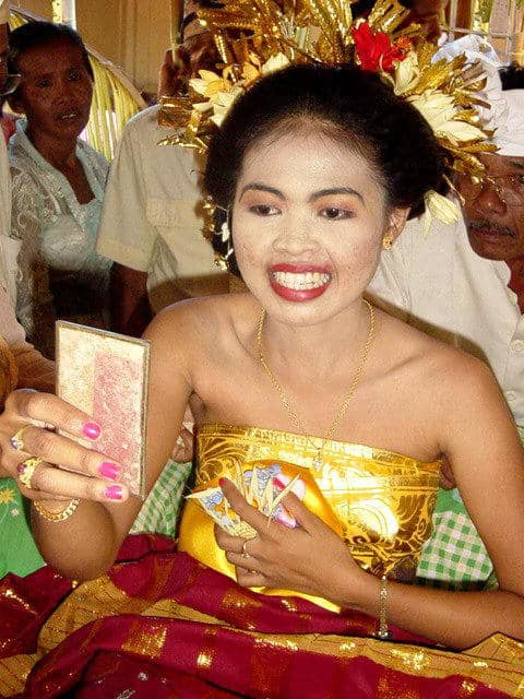 ceremonie limage dents bali indonesie adolescente