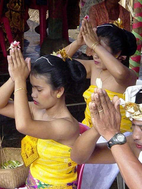 ceremonie limage dents bali indonesie adolescents