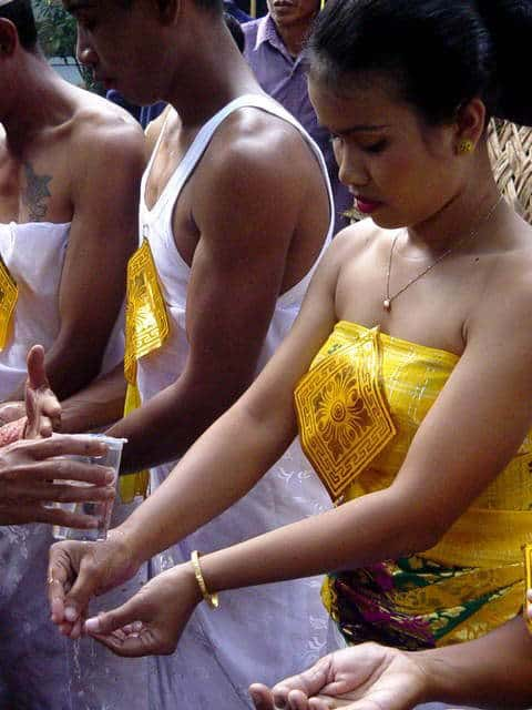 ceremonie limage dents bali indonesie purification