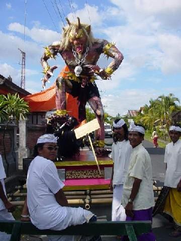 cérémonie nyepi monstres bali