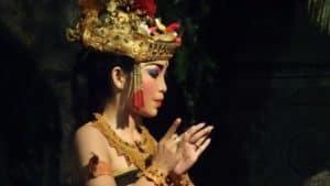 danse traditionnelle balinaise indonésie
