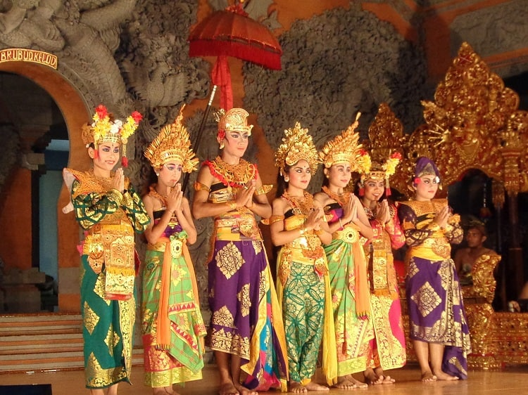 danse traditionnelle bali indonésie