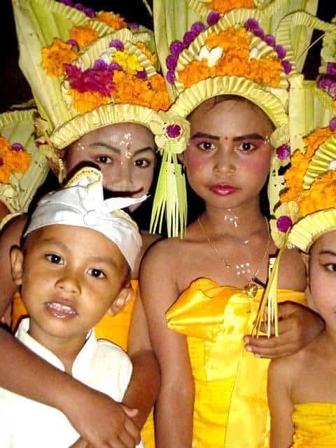 danse balinaise enfants ile bali indonesie